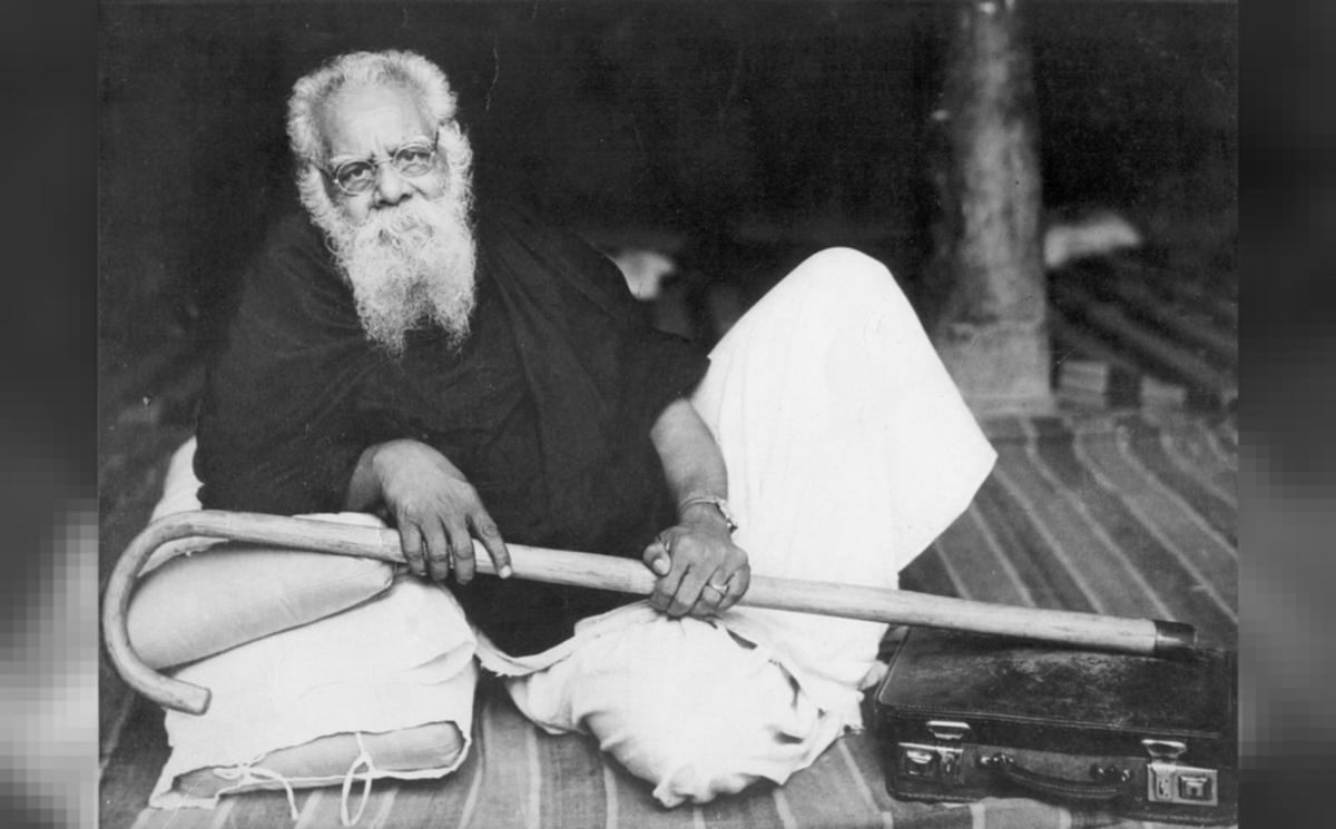 """ஆயிரமாண்டு ஆதிக்க மலையை அடித்து நொறுக்கிய கைத்தடி"""" - தந்தை பெரியார் நினைவு  தின சிறப்பு பகிர்வு! #Periyar"""