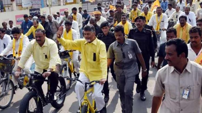 Chandrababu Naidu sitting on fast demanding special status: Five questions he need to answer