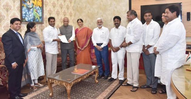YS Jagan Meets KCR In Pragathi Bhavan Photos