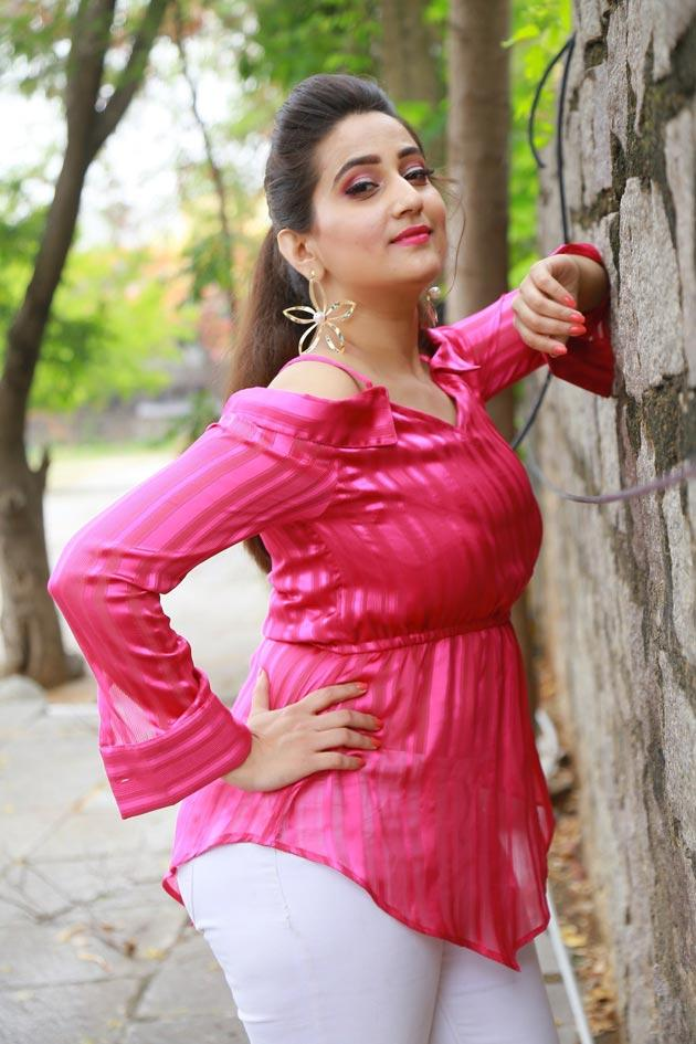 Anchor Manjusha Latest Pics