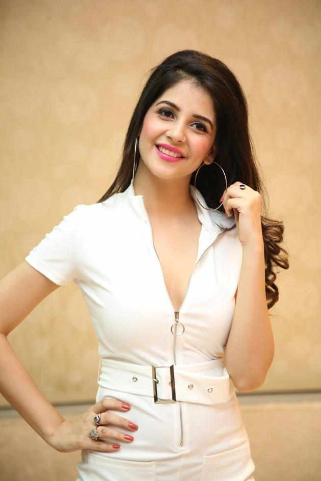 Kashish Vohra Photos