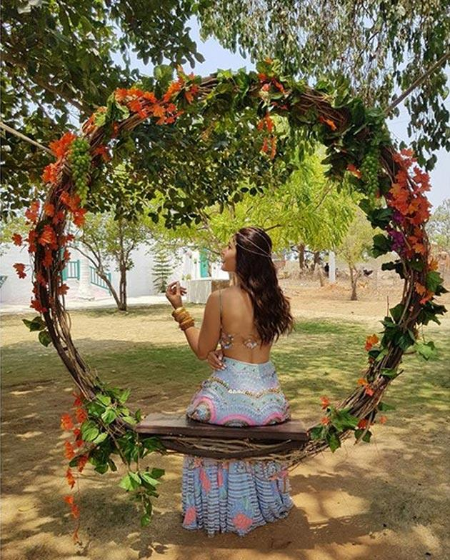 Raashi Khanna Insta Pics