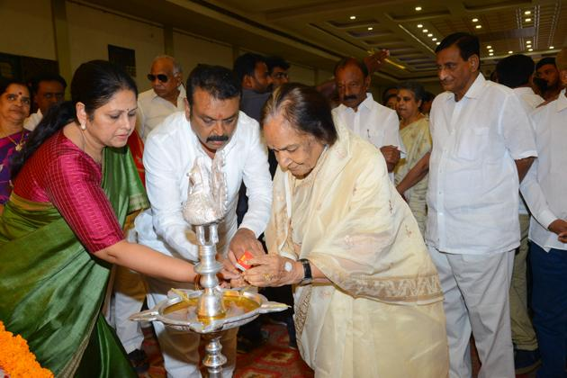 Shri Vijaya Nirmala Gari Dashadhinakarma In Sandhya Conventions Photos