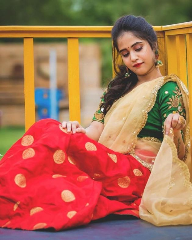 Deepthi Sunaina Photo Shoot