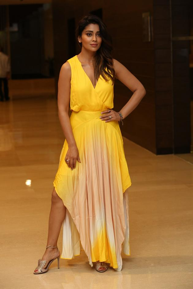 Shriya Saran Latest Pictures