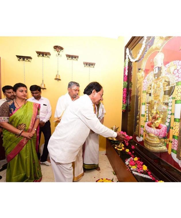 KCR Visits Roja House in Nagari Photos