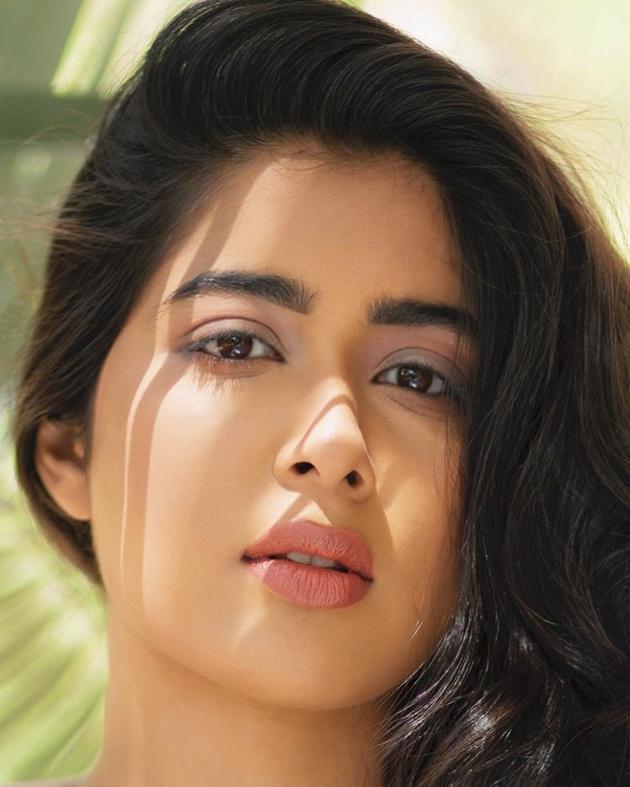 Nikita Sharma New Pics