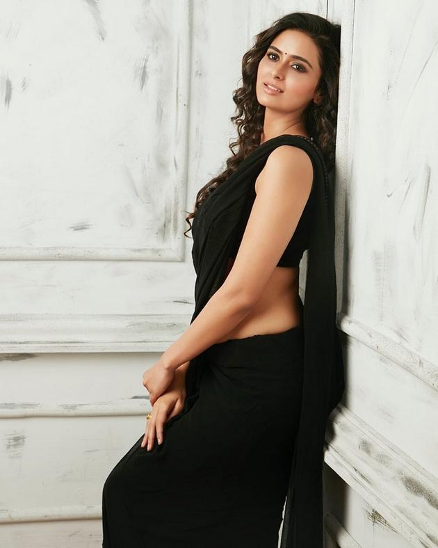 Meenakshi Dixit New Photo Shoot