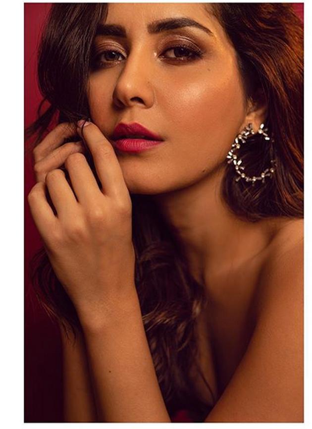 Raashi Khanna Latest Photo Shoot