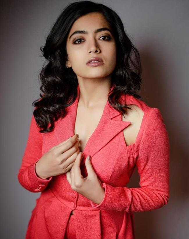 Actress Rashmika mandanna Latest Photos