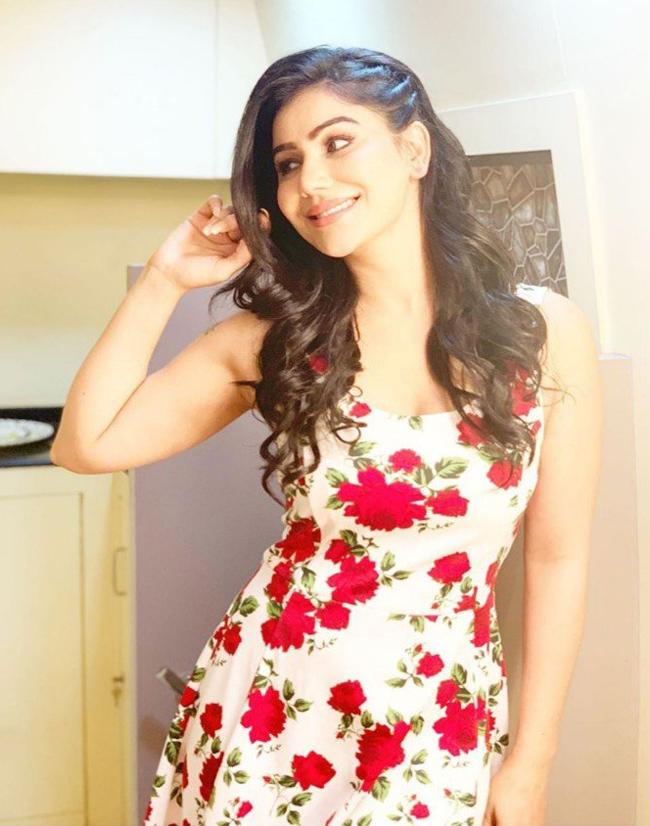Kangna Sharma Latest Pics