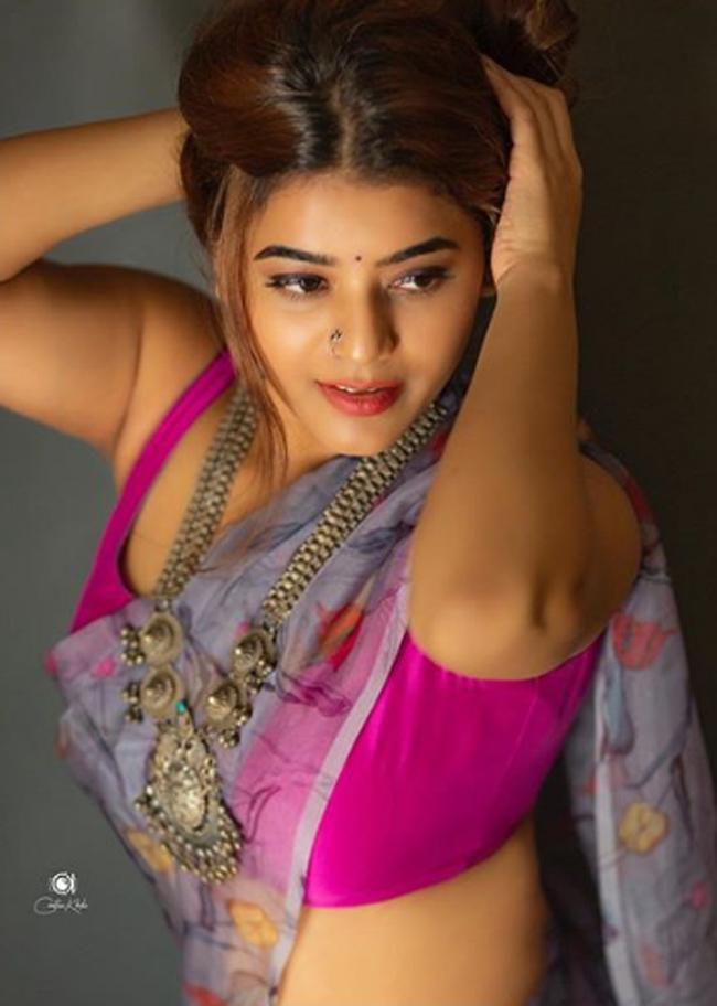 Actress Yamini Bhaskar Latest Pics