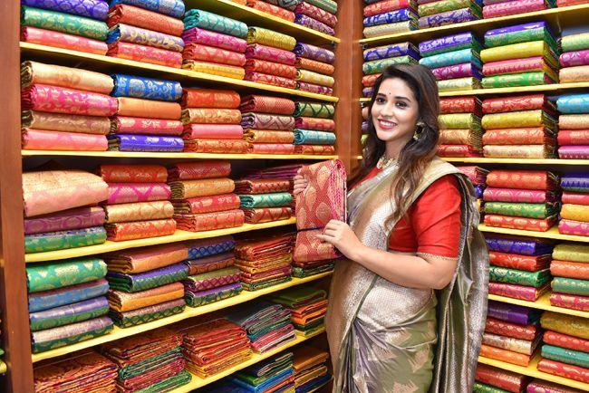 Priyanka Jawalkar Inaugurated Kanchipuram GRT Silks At Dilsukhnagar