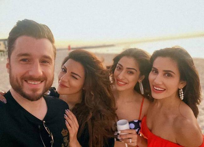 Bollywood Beauties Lakshmi Rai,Shama Sikander Enjoying At The Beach
