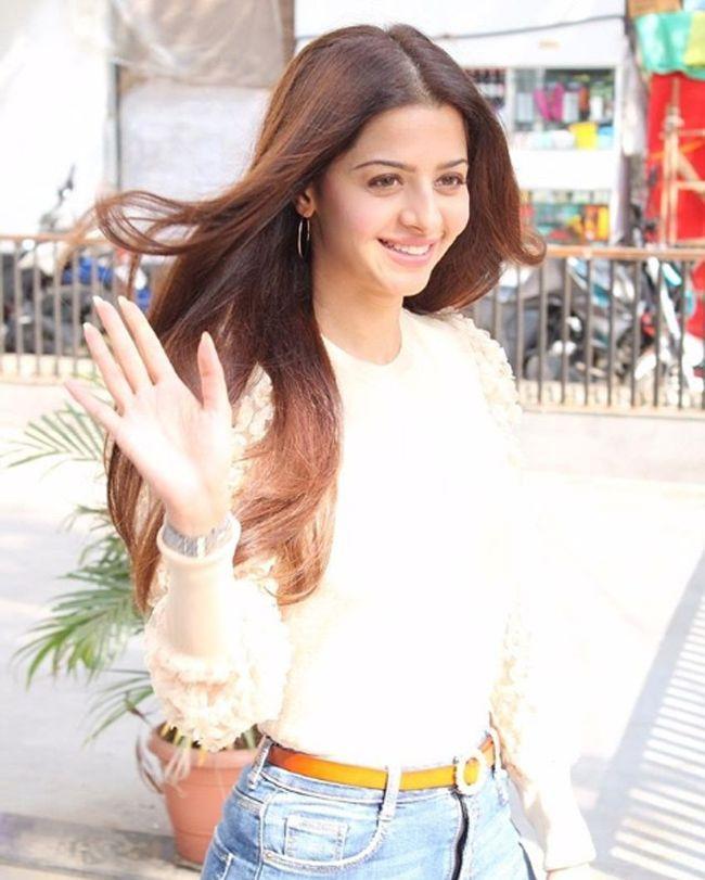 Actress Vedhika Amazing Pics
