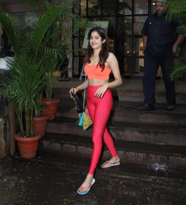 Janhvi Kapoor Glamourous Photos