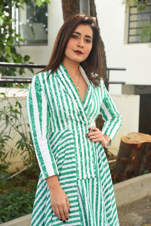Raashi Khanna Interview Pics