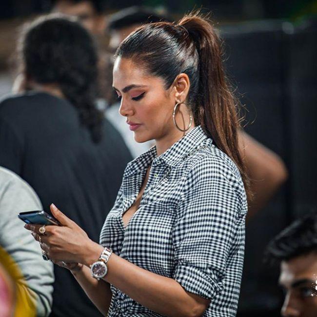 Esha Gupta Latest Glamours Photoshoot
