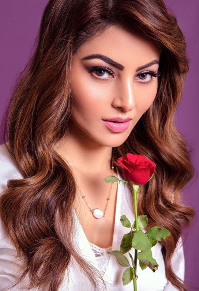 Urvashi Rautela Beautiful Pics