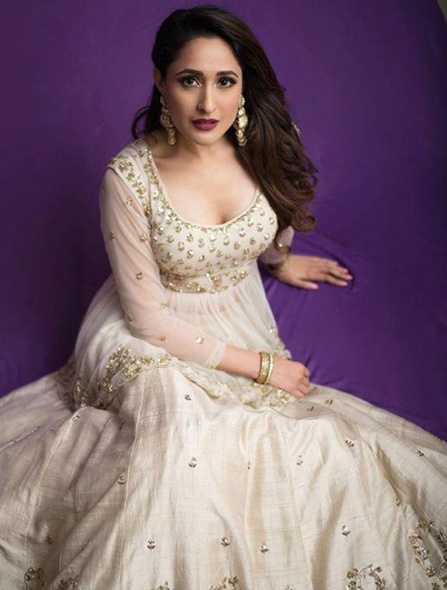 Pragya Jaiswal Latest Poses