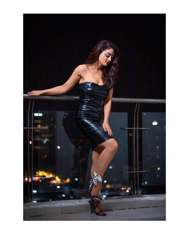 Sandeepa Dhar Glamourous Pics