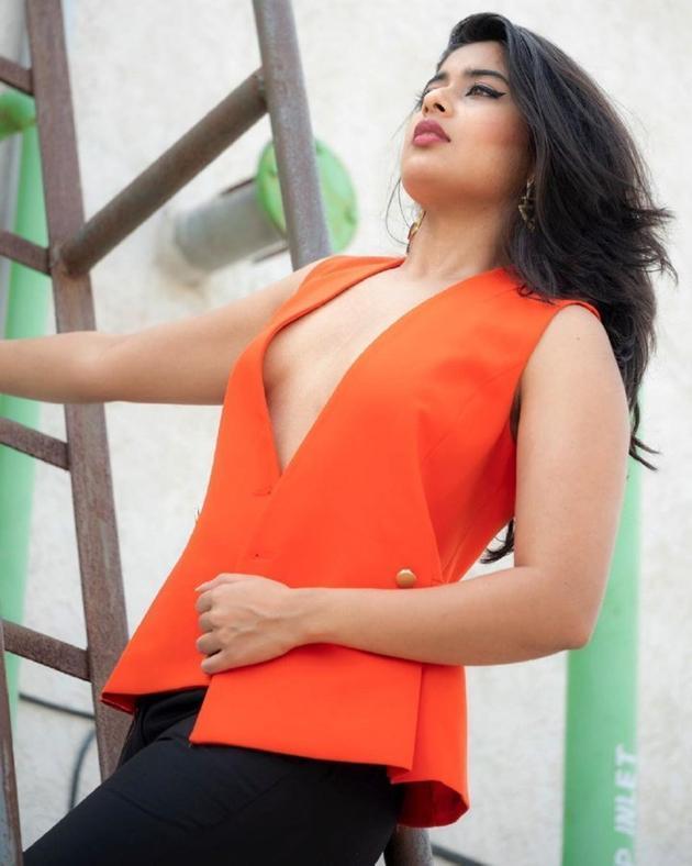Nikita Sharma Glamourous Pics
