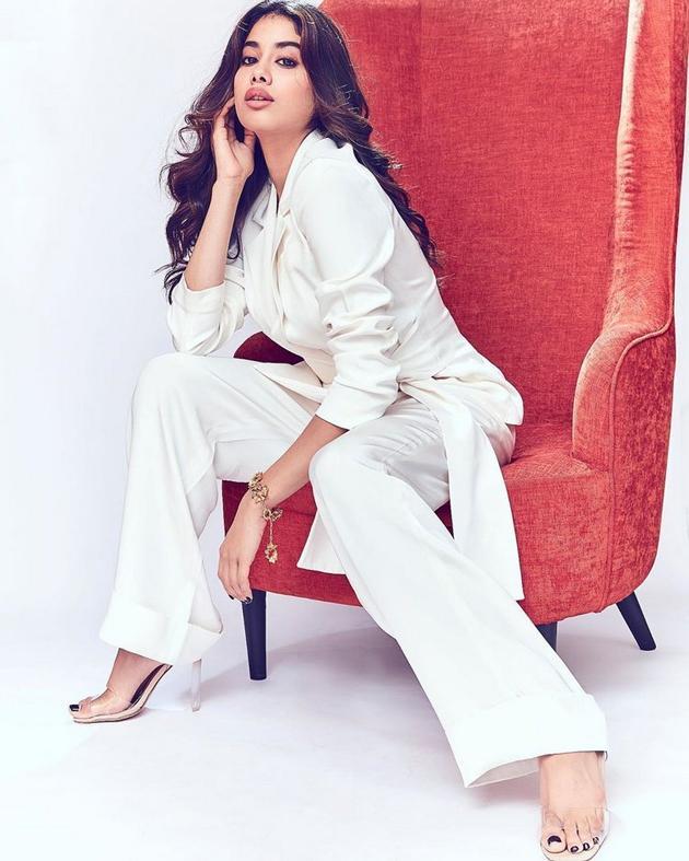 Janhvi Kapoor New Pics