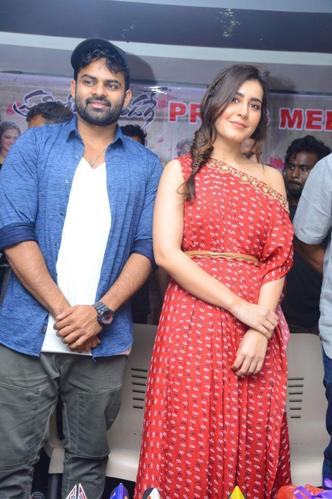 Pratiroju Pandaga Movie Team Bus Tour At Vijayawada