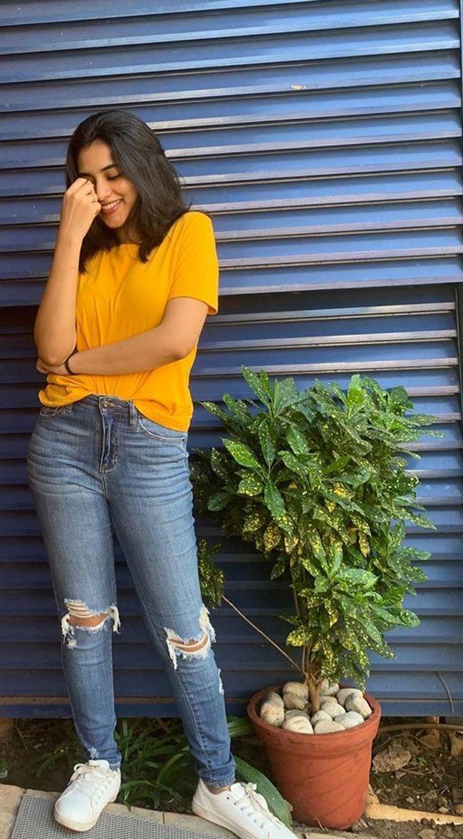 Priyanka Mohan Latest Pics