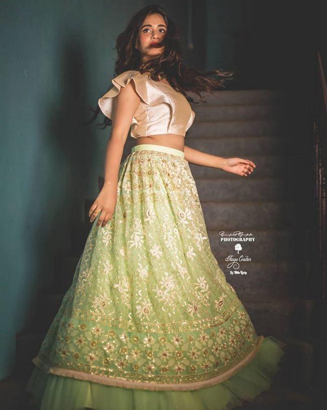 Deepthi Sunaina Beauty Pics