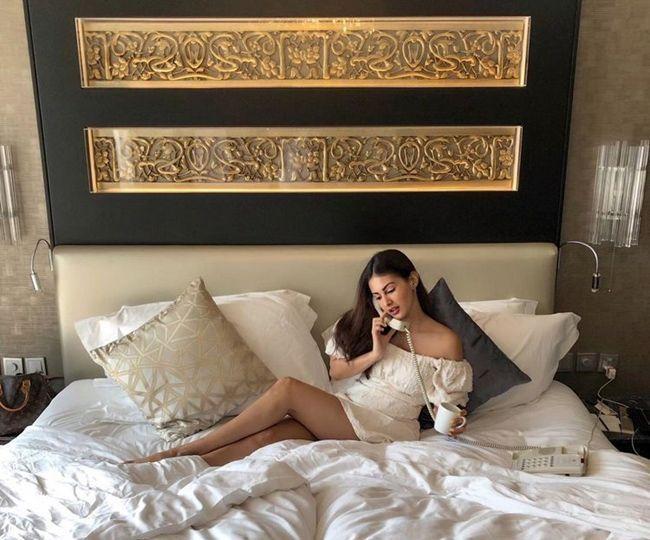 Amyra Dastur Trendy Clicks