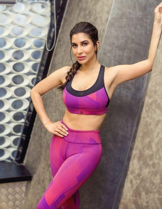 Sophie Choudry New Stunning Pics