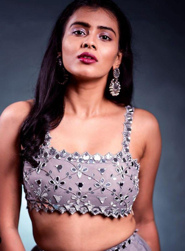 Hebah Patel Tremendous Photoshoot
