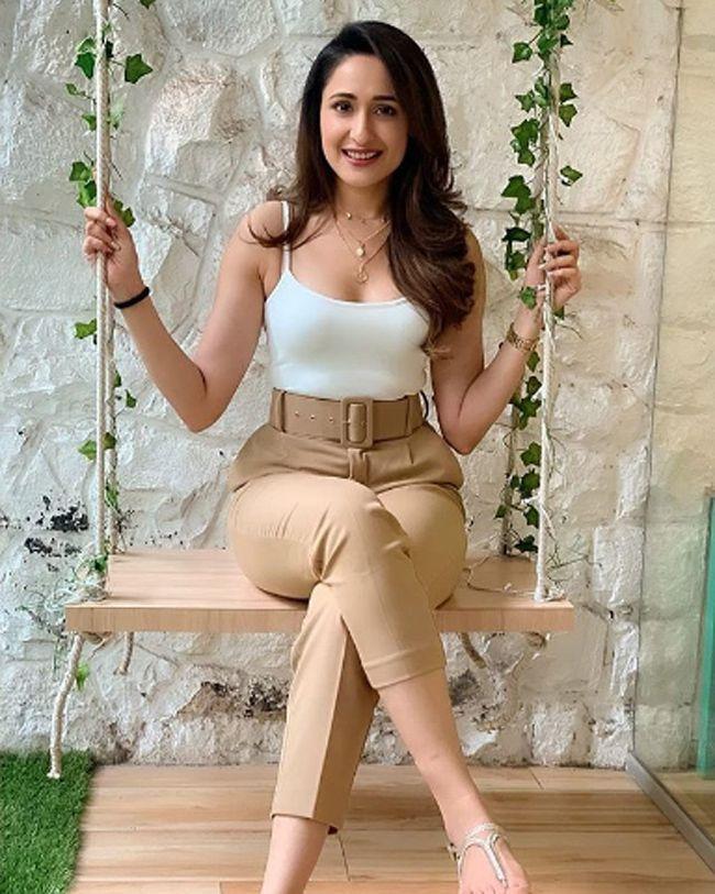 Sizzling Beauty Pragya Jaiswal Photoshoot