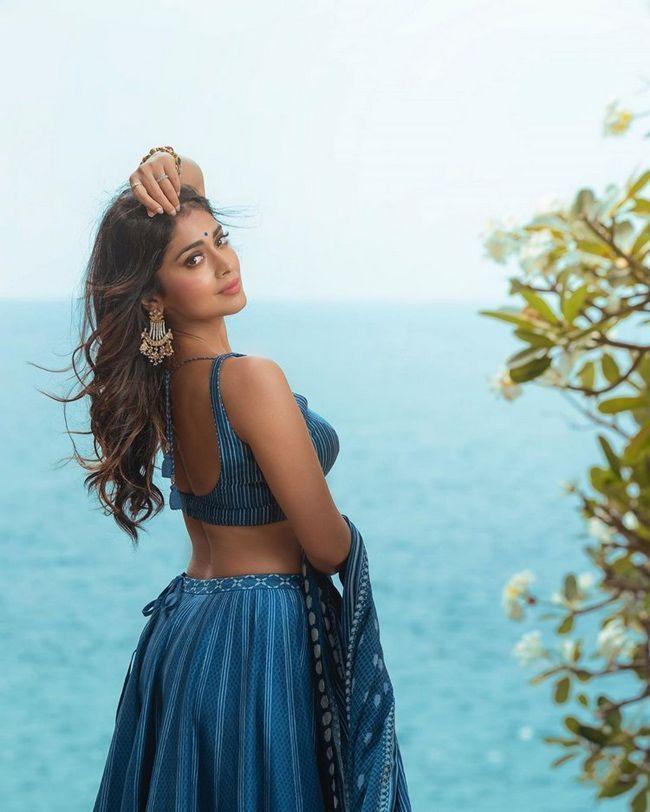 Shreya Saran Trendy Photoshoot Clicks