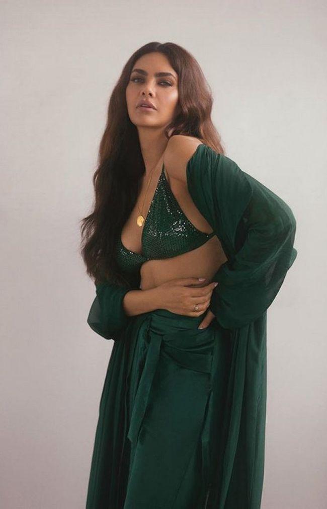 Esha Gupta Glamours Clicks