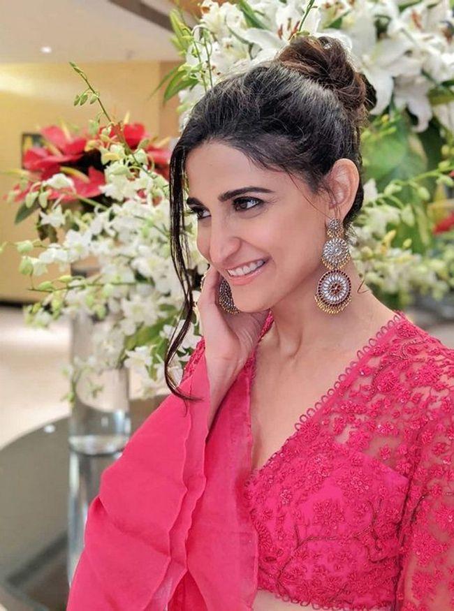 Aahana Kumra Glamours Clicks