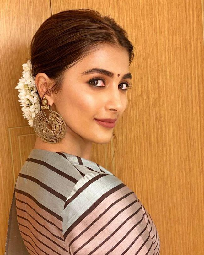 Pooja Hegde Beautiful Photoshoot