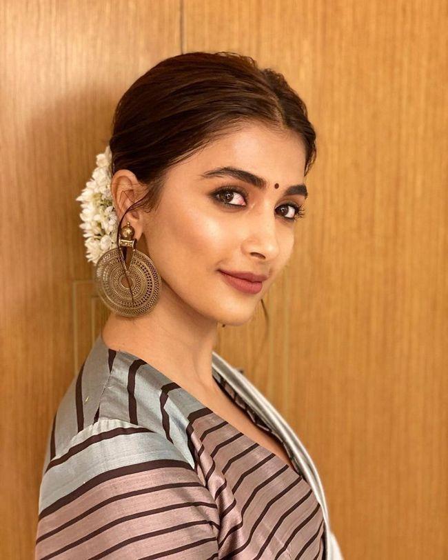 Pooja Hegde Beautiful Photoshoot