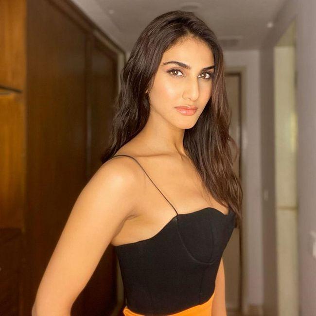 Vaani Kapoor Glamours Pics