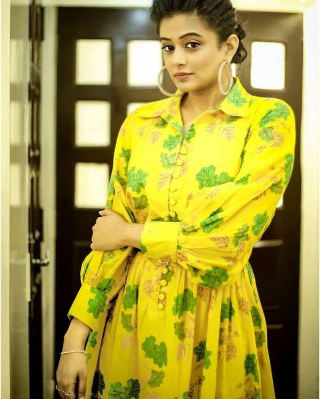 Priya Mani Looking Elegant