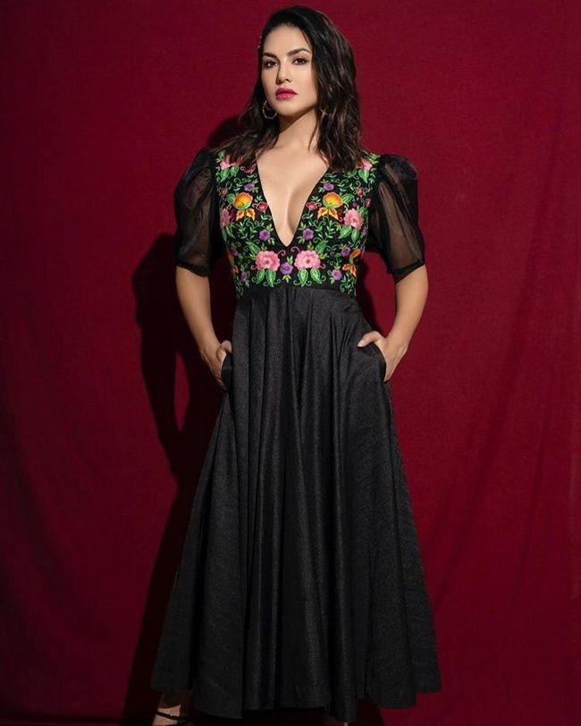 Glamours Queen Sunny Leone Photoshoot