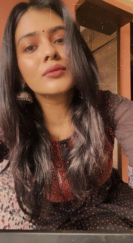 Gorgeous Beauty Hebah Patel Trendy Clicks