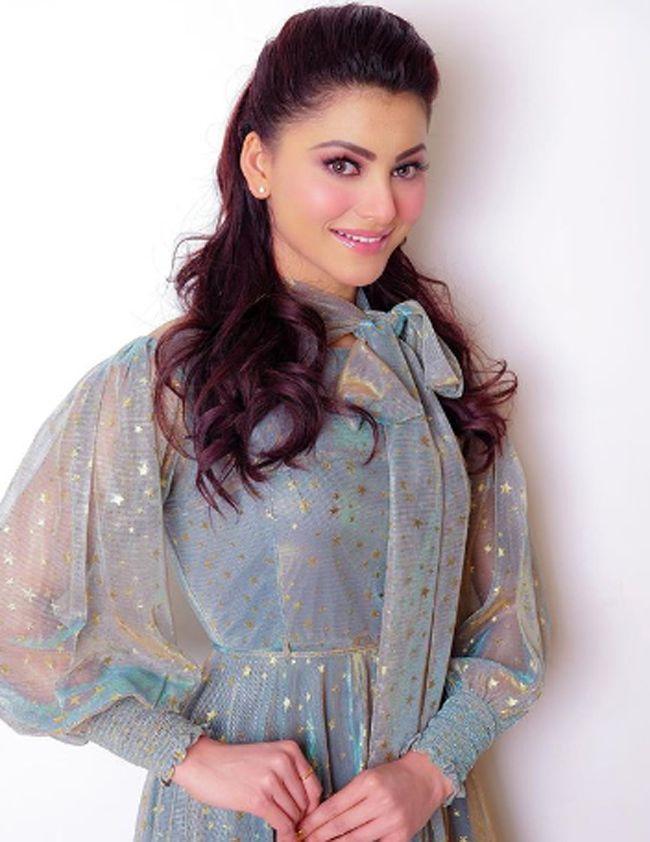 Urvashi Rautela Ravishing Looks