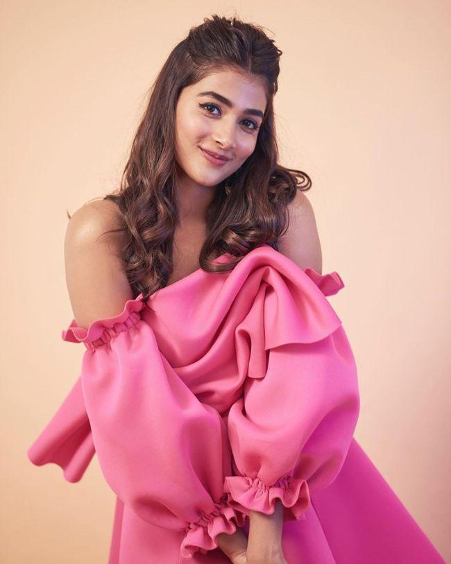 Pooja Hegde Trendy Clicks