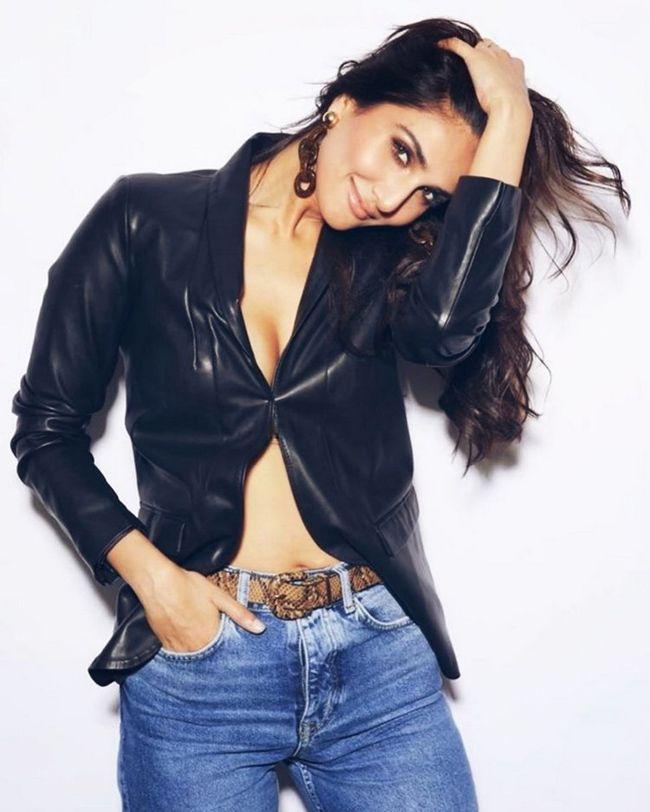 Vaani Kapoor Crazy Looks