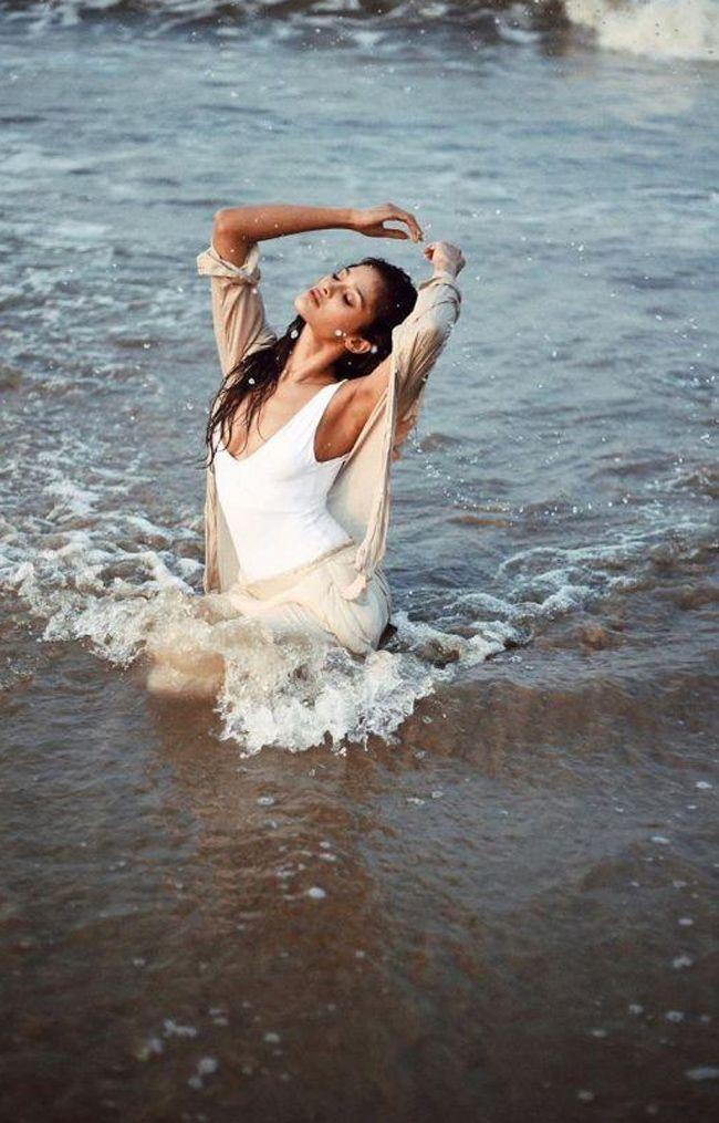 Model Sushrii Beach Looks