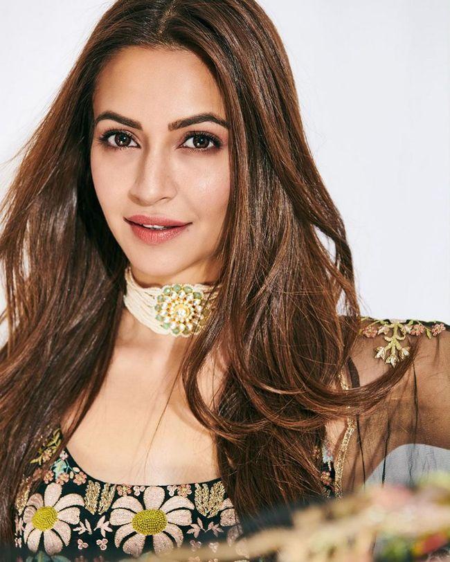 Kriti Kharbanda Trendy Looks