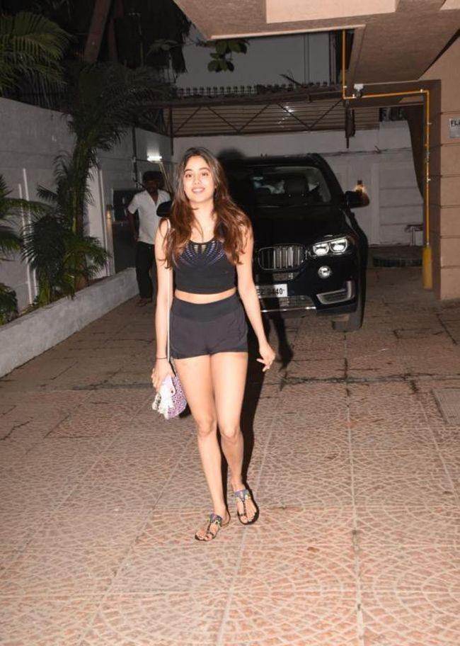 Janhvi Kapoor Steps Out From Gym