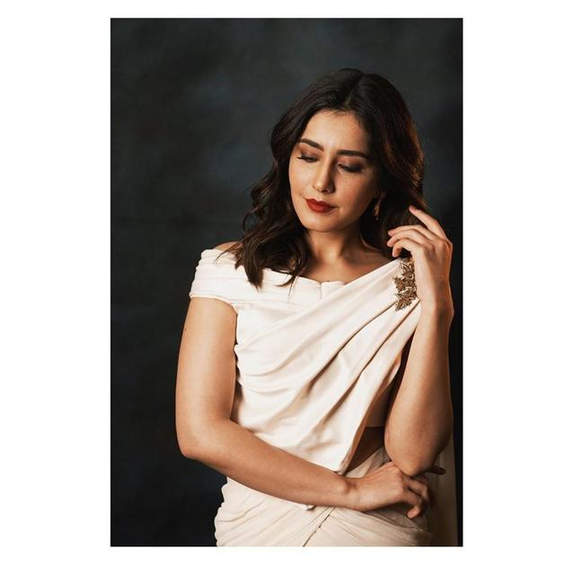 Rashi Khanna Latest Glamourous Photo Shoot